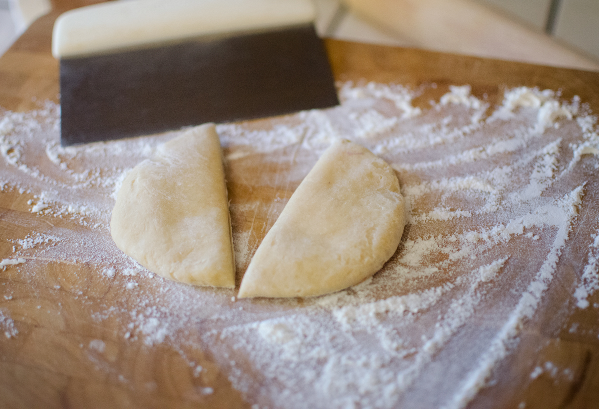 cut-ramen-dough-in-half