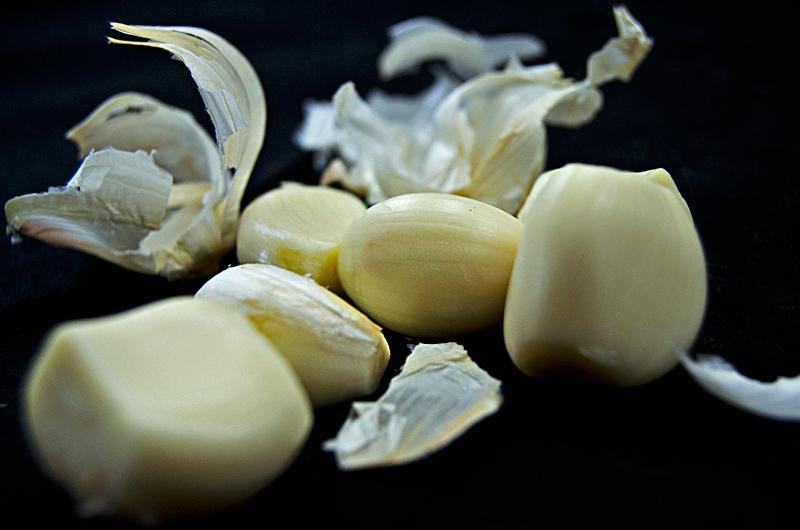 garlic-cloves-six